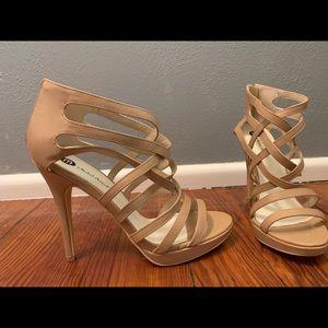 Michael Antonio Beige sandal size 9
